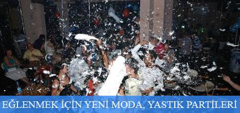 Fethiye'de Tatilciler Akşam Yastık Partileri ile Eğleniyor