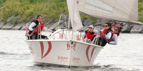 Kadın Yelkenciler Kıyasıya Yarışacak