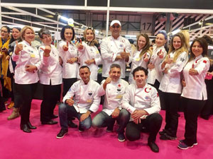 Dünyanın en büyük pastacılık yarışmasında altın madalyayı aldılar
