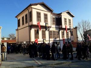 """""""Atatürk Evi"""" her geçen gün ziyaretçi akınına uğruyor"""