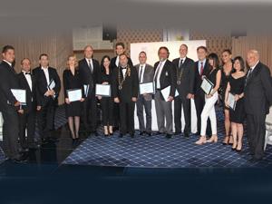 SKAL İzmir Kulübü'ne üye olan on turizm profesyoneline rozetleri düzenlenen törenle takıldı