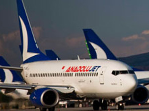 Anadolu Jet yolcu uçağına havada yıldırım çapması nedeniyle Trabzon'a acil iniş yaptı