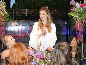 Victoria's Secret, yazın gelişini Los Angeles'taki özel villası Villa Victoria'da kutladı
