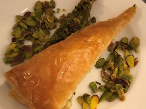 Arnavutköy'de hizmet veren La Pierre Patisserie, geleneksel lezzet baklavayı menüsüne ekledi