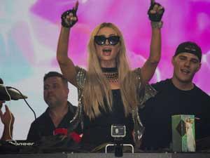 Paris Hilton; Hem Kıbrıs'a hem de Kıbrıs'a geldik diyen Limak gurubuna büyük reklam yaptı