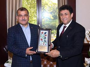 Türkiye Seyahat Acenteleri Birliği (TÜRSAB) Başkan Yardımcısı Hasan Erdem, Celal Uzunkaya'yı makamında ziyaret etti