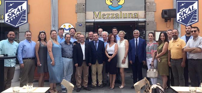 İzmirli turizmciler, Skal İzmir Kulübü'nün düzenlediği yemekte güç birliği için bir araya geldi
