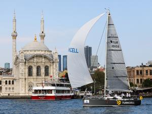 Turkcell Platinum Bosphorus Cup'ta yelkenler İstanbul'un kalbinde açıldı
