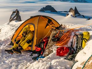 Dünyanın en iyi dağcıları Antarktika'da The North Face'i test etti