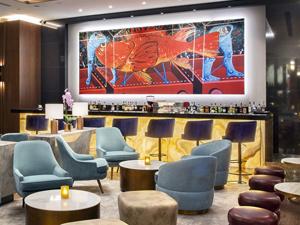 Hilton İstanbul Maslak, lobisindeki özel sanat galerisiyle, misafirlerini adeta bir sergi alanında ağırlıyor