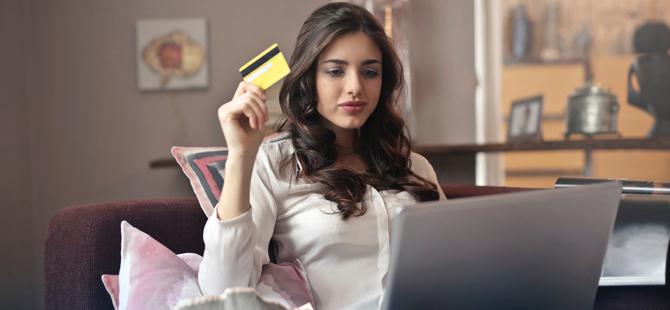 Tüketiciler, fiziksel mağazalar yerine online kanalları tercih ediyor