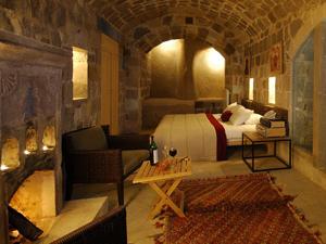 argos in Cappadocia'da bir rüyaya uyanmak isteyenlere ev sahipliği yapıyor
