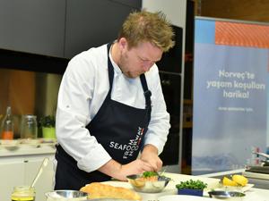 Dünyaca ünlü Norveçli Şef Gunnar Hvarnes, Türk şeflerle buluşmasında güveç pişirdi!