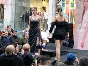 Dünyaca ünlü ayakkabı firması Cassido, sokak defilesinde ünlü mankenleri yürüttü