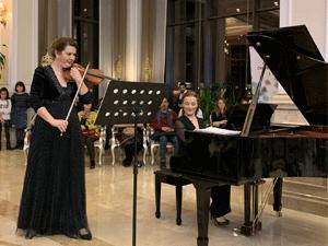 Cumhurbaşkanlığı Başkemancısı Jülide Yalçın ve piyanist Elif Önal 18. Afyonkarahisar Klasik Müzik Festivalinin Açılışını Yaptı