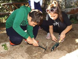 Küçük Arkeologlar önce dinliyorlar, sonra öğreniyorlar ve uyguluyorlar
