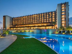 Toplu işten çıkarmalarla gündeme gelen KKTC'deki Concorde Luxury Resort Hotel'le ilgili açıklamalar geliyor