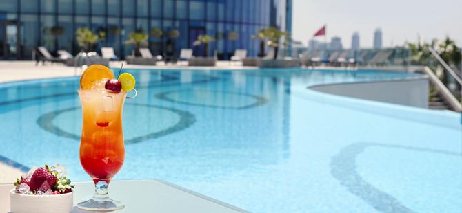 Elite World Europe Hotel ve Elite World Asia Hotel Açık Havuzları ile Şehirde Tatil Keyfi Yaşatıyor
