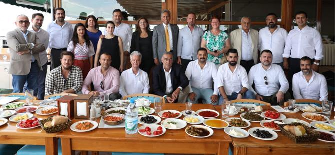 TÜRSAB Başkanı Firuz Bağlıkaya, İskenderun ve Antakya'da yaptığı bilgilendirme toplantılarıyla bölgenin nabzını tuttu