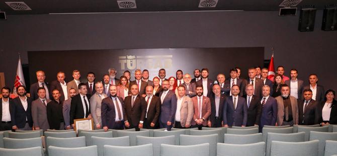 TÜRSAB'da Yeni Seçilen Bölge Temsil Kurulu Başkanları düzenlenen törenle mazbatalarını aldı