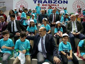 Hitit ve Türkiye Masa Tenisi Federasyonu Uçan Raketler sosyal sorumluluk projesini şimdi de Trabzon'a taşıdı