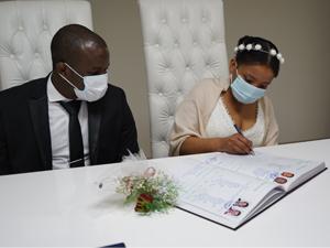 Okyanusu aşıp Lüleburgaz'da evlendiler