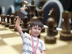 Genç yetenek Ali Kağan Aydınoğlu Satranç Turnuvasında 1. oldu