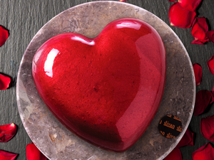 Divan Pastaneleri ile Bu Sevgililer Günü'nde 'Aşka Kalpten Bağlıyız'!