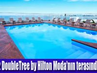 DoubleTree by Hilton Moda'nın terasında havuz keyfi