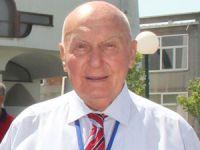 """Bosna Hersek Fahri Başkonsolosu Ahmet Kemal Baysak, """"Marş Mira""""ya katılanlara plaketle ödüllendirdi"""