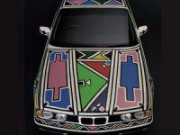 BMW Art Car Projesi için BMW 525i bir sanat eserine dönüştü