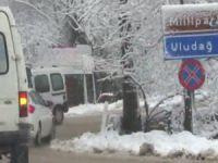 Kış turizminin gözde merkezlerinden Uludağ'da yollar kapandı