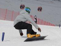 Snowboard Dünya Kupası, 2700 metre rakımda, 210 cm. kar kalınlığında düzenlenecek