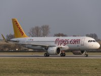 """Pegasus'un 100 uçaklık Airbus siparişi kapsamında teslim aldığı 16. uçak olan """"Eylül Masal"""", filonun 75. uçağı oldu"""