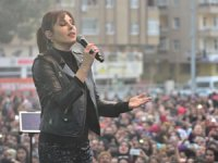 """Funda Arar """"Yoluma Düşen Şarkılar"""" turnesinin startını Mardin'de verdi"""