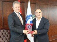 Osman Ayık, İzmir turizminin gelişmesi ve sorunlarına çözüm getirilmesi konusunda (İZTO) Mahmut Özgener'e işbirliği önerdi