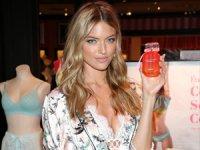 Victoria's Secret Meleği Martha Hunt, Yaz Sezonunu T-Shirt Sütyeni ile açtı