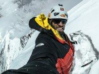 Auer, 7 bin 181 metrelik zorlu dağı tek başına tırmandı