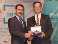İzmir'de buluşan 28 şehir lideri ödüllerini aldı