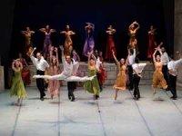 """16. Uluslararası Bodrum Bale Festivali Bodrum Antik Tiyatro'da sahnelenen """"Zorba"""" balesiyle başladı"""