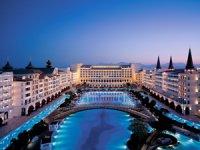 Titanic Mardan Palace, seçkin saray konseptini hızla değişen ve yenilenen dünya turizm trendleri ile bütünleştirecek
