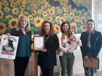 Wyndham Grand İzmir Özdilek HAYTAP ile işbirliği yaparak otelde yenmemiş yemekleri sokak hayvanlarına ulaştırıyor