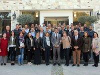 Foçalı turizmciler belediye başkan adaylarına dosya verdi