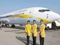 Finansal sorunlarını çözemeyen Jet Airways, yakıt veya diğer kritik hizmetleri sürdüremeyeceği için uçuşlarını askıya aldı