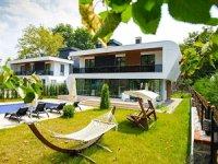 Kiralık muhafazakar villalarda huzur içinde tatil vaad ediyor