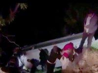 Turist midibüsü devrildi, 2'si ağır 12 kişi yaralandı