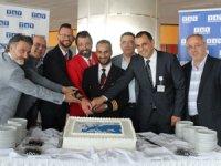 Jet2 Holidays ile İzmir'e gelen yolcular çiçeklerle karşılandı
