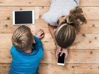 Tatilde internet bağımlılığın önüne geçmek istiyorsanız çocuğunuzla birlikte vakit geçirin