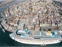 Galataport'a, yolcu sayısı 5.000'lere varan 3 gemi yanaşsa 300'ü aşkın otobüsle aynı gün nasıl servis verilir?