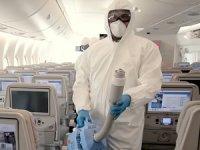 Emirates Yolcuları için Gelişmiş temizlik ve dezenfeksiyon yapıyor